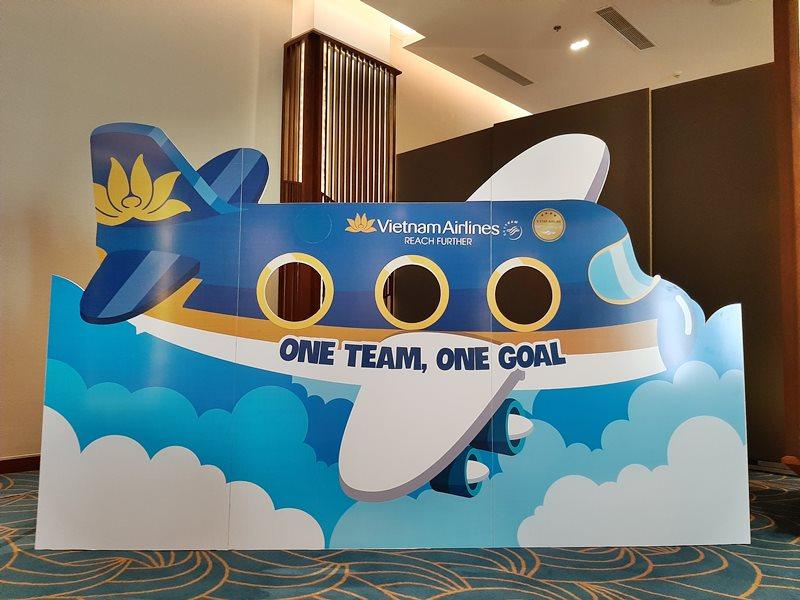 Hình ảnh thi công mặt dựng Alu hình máy bay Vietnam Airlines tại Phú Quốc