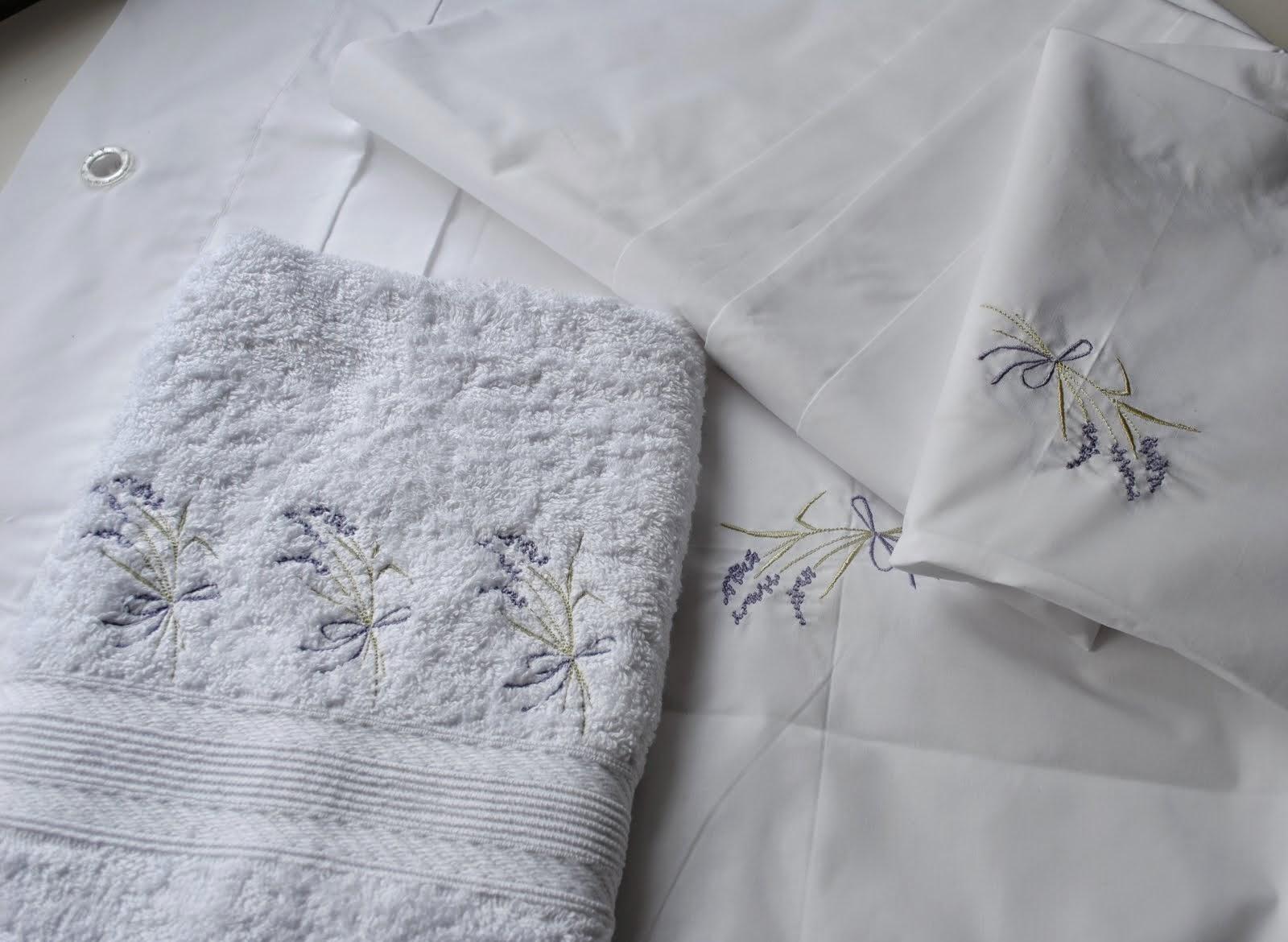 Paz Montealegre Decoraci N Cojines Decorativos Cojines Largos  ~ Cortinas De Ganchillo Para Baño