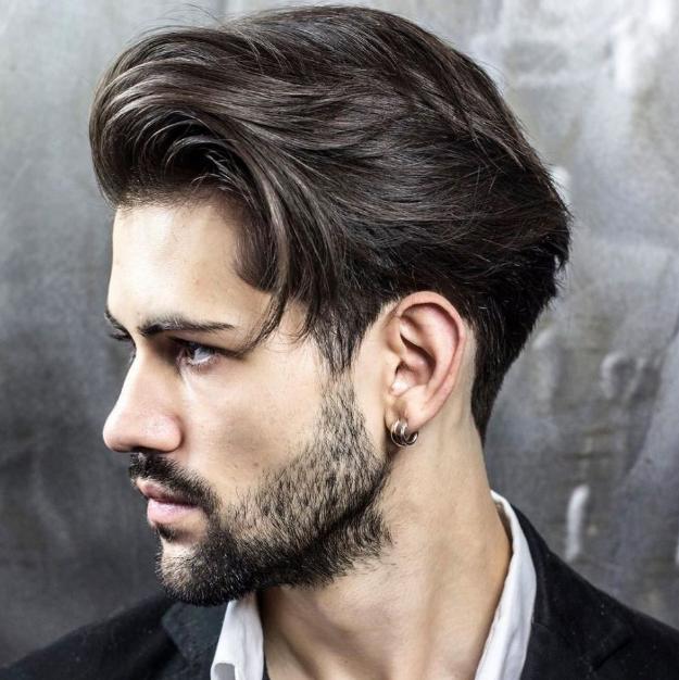 Model Panjang rambut medium dengan gaya yang natural