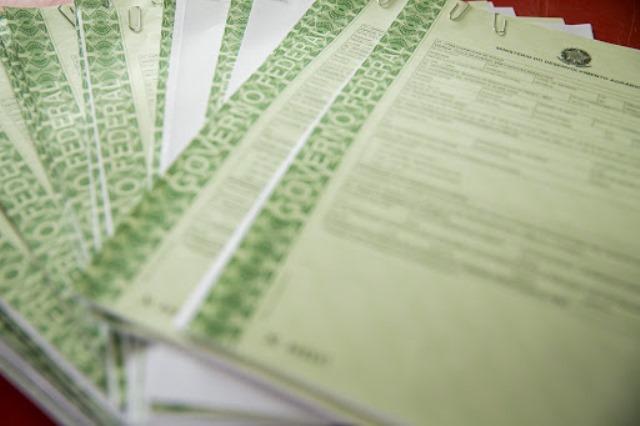 Estado realiza primeira entrega de títulos de terra registrados em cartório