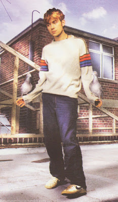 damon albarn shoes, how to dress like damon albarn,damon albarn style, damon albarn fashion, how to dress britpop, how to dress 90s fashion pop, 90s style damon albarn