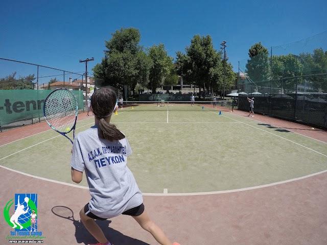 Φωτογραφίες από την πρωϊνή προπονητική περίοδο της 2ης μέρας του «1st Tennis Camp for junior and adult players» στα Πεύκα