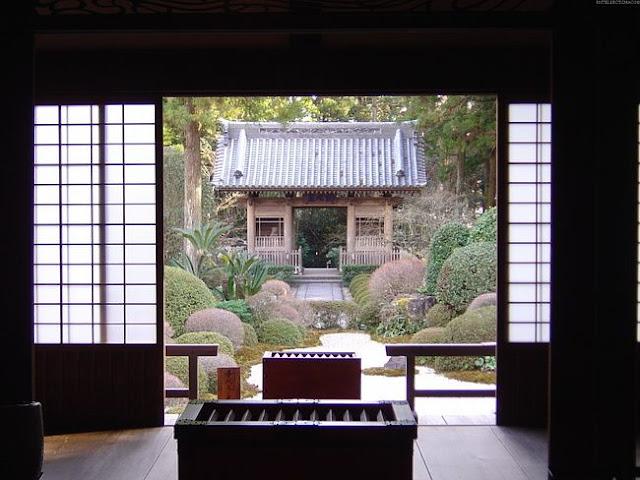 Sushi, sakura, hoku and ... sliding glass doors