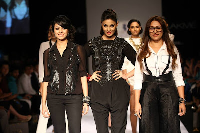 Puja Gupta Walks the Ramp for House of Chic on LFW 2013