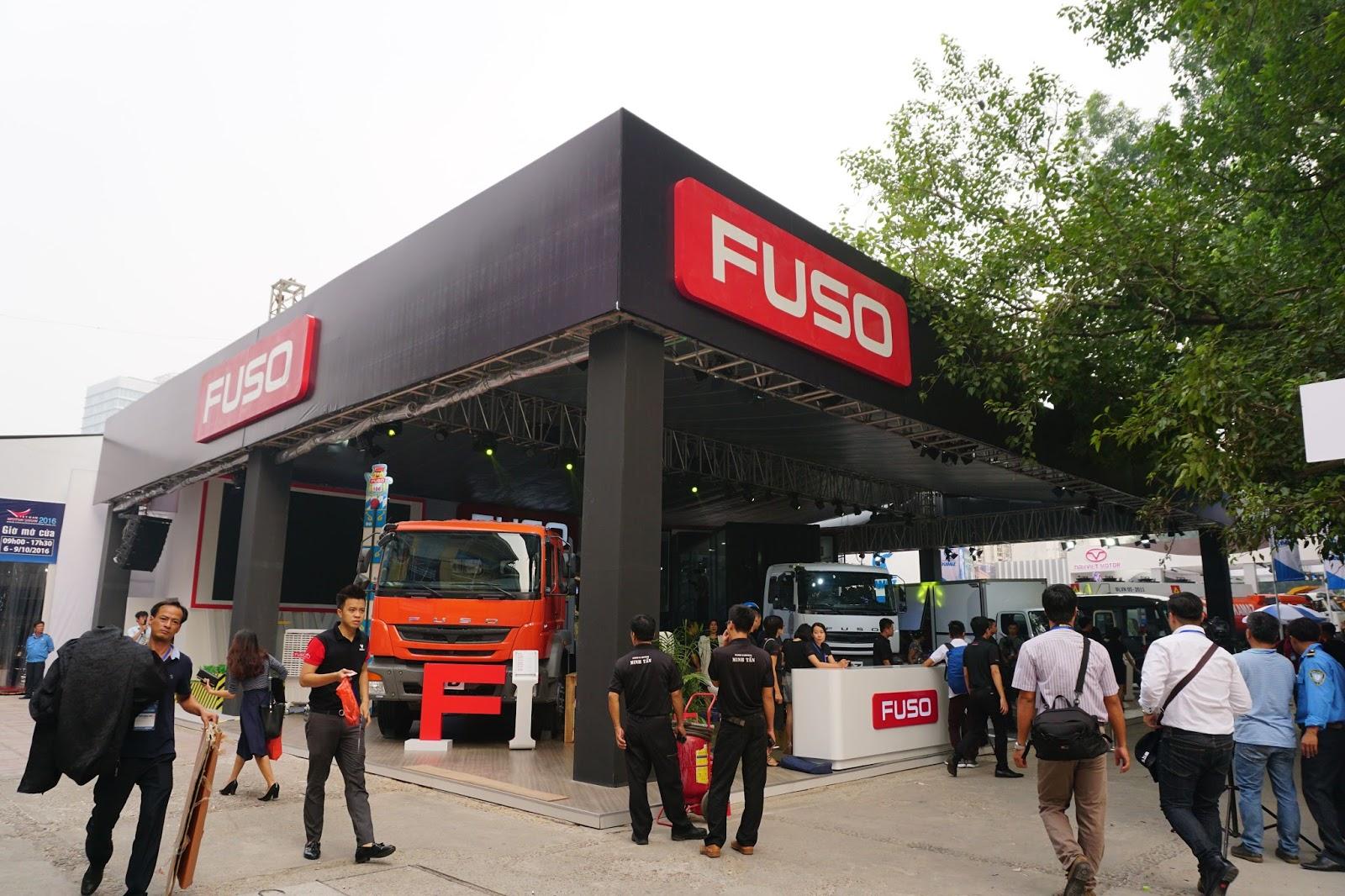 Gian hàng của xe tải Fuso với rất nhiều dòng xe tải hạng nặng