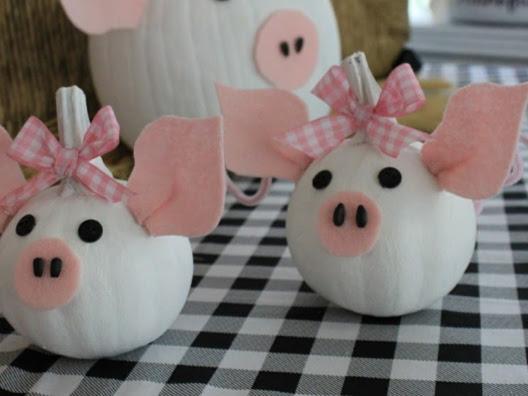 You're Going to Love My Piggy Pumpkins (Themed Pumpkins are a Blast)