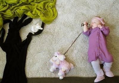 Ropa de bebé con perro de peluche