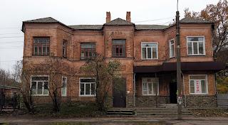 Прилуки. Вул. Костянтинівська, 108. Будівля 1927 року