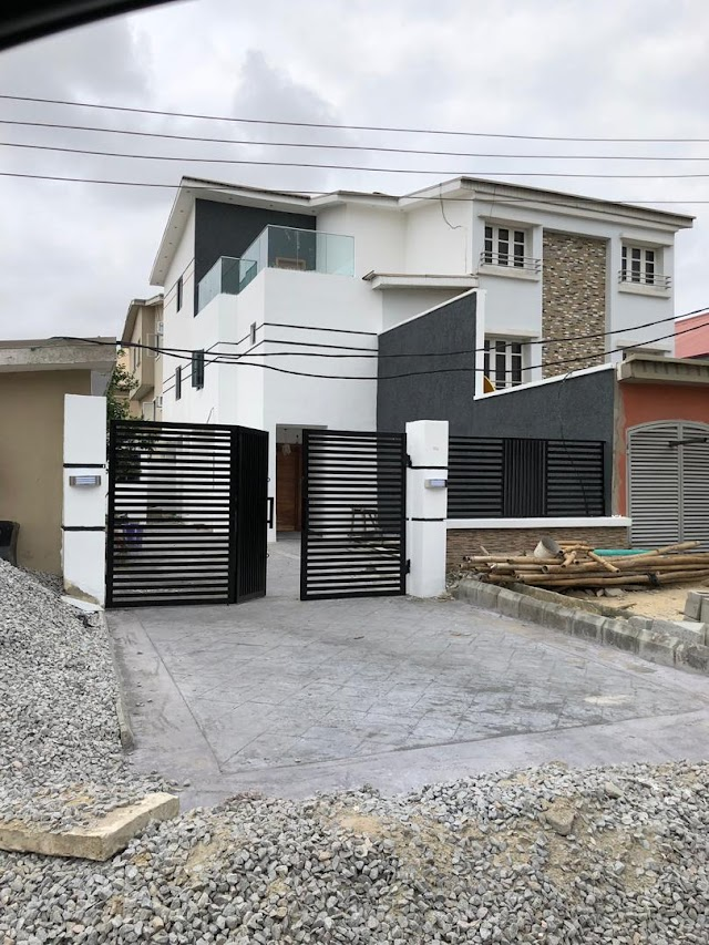 Distress Sale: perfect 4 Bedroom dstached House with maid room