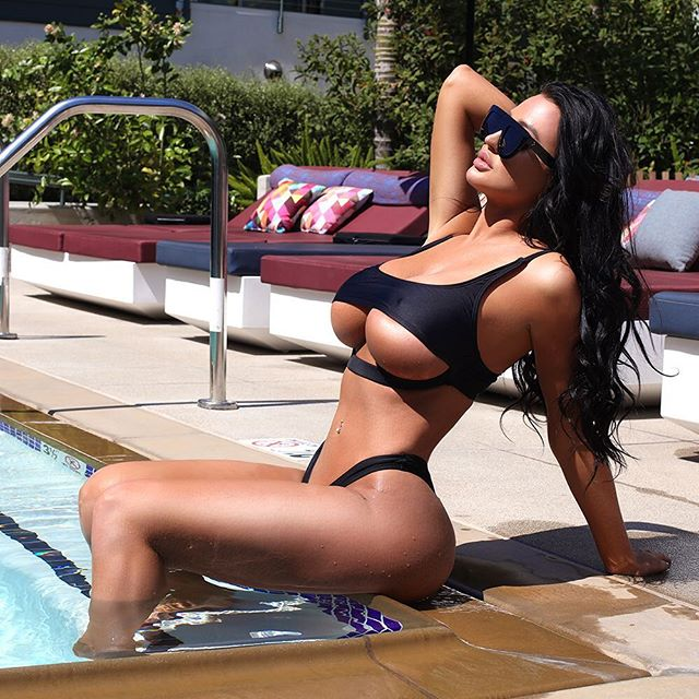 Becky Hudson Hot & Sexy Pics