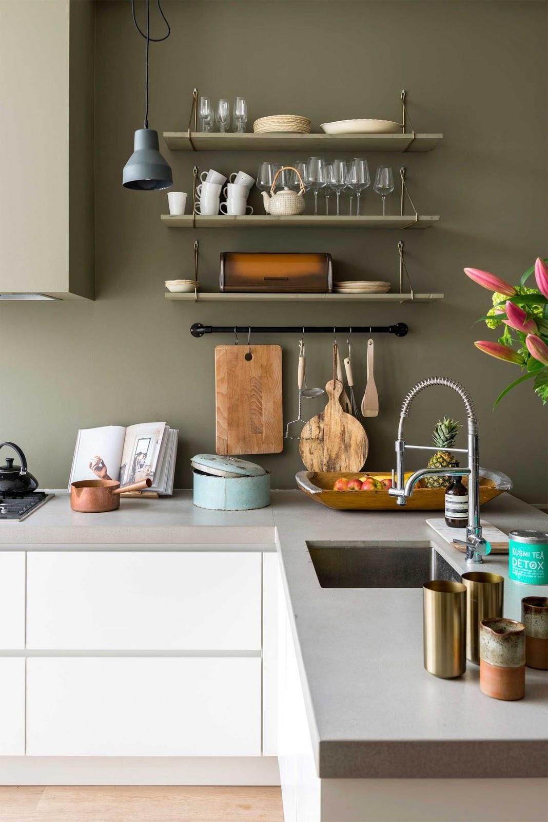 7 inspirations for a kitchen with no backboard stylisme et d coration d 39 int rieur aix en - Keuken meuble noir ...