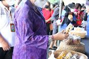 Tinjau Pasar Rakyat Pemprov Bali,  Ny. Putri Koster Ajak Pedagang Gunakan Kemasan Aman bagi Kesehatan