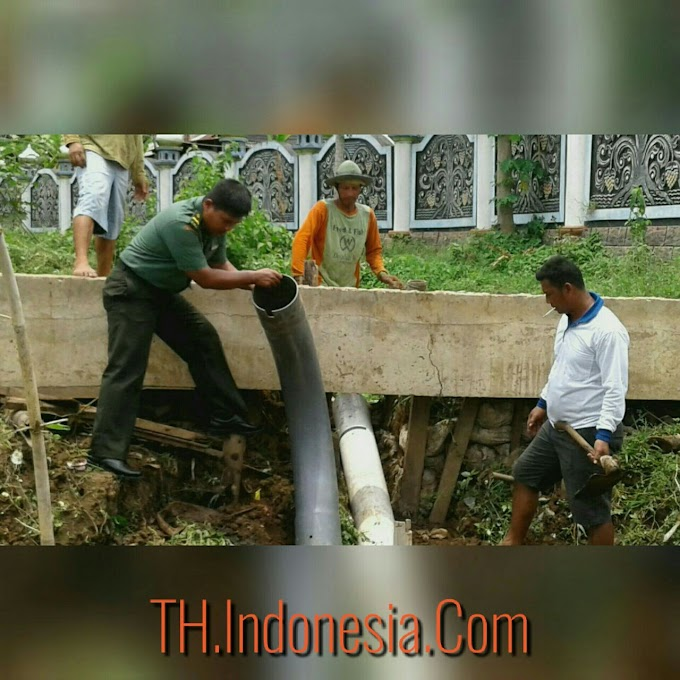 Babinsa Juwana Membantu Kesulitan Air di Poktan Jaya Makmur