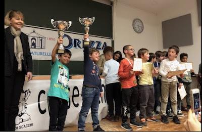 https://www.corsenetinfos.corsica/Echecs-500-spectateurs-ont-ovationne-les-champions-de-Corse_a38998.html