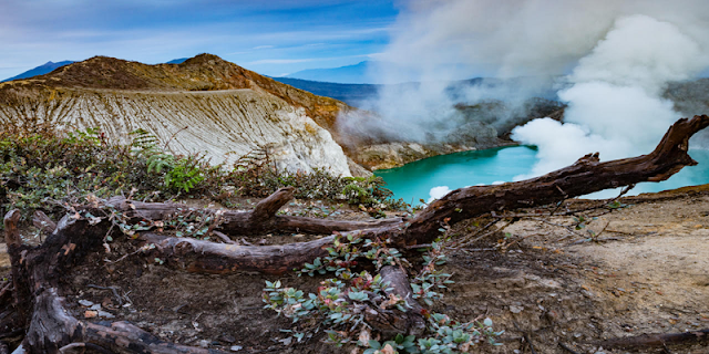 "Ijen Crater Blue Flame or Kawah Ijen Blue Flame, mount Ijen Crater Banyuwangi east java has famous with the Blue ""Flame"" which come out every day in Ijen at the time night day, we offer cheap price for Ijen Crater Blue Flame tour or Ijen Blue Fire tour, Ijen Tour Blue Fire or Blue Flame Tour in the night, can be from Banyuwangi, Bali."