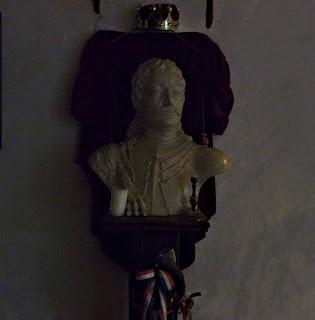 Замок Сент-Міклош. Погруддя національного героя Угорщини Ференца II Ракоці, сина Ілони Зріні