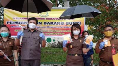 Kejari Kabupaten Minahasa Utara Musnakan Barang Bukti dari 14 Perkara Pidana dan Narkotika.