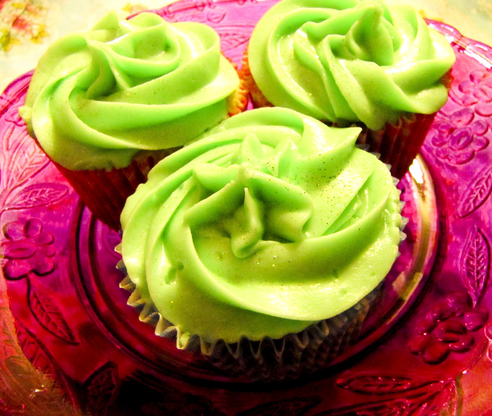 The Midnight Feast: Chocolate And Vanilla Cupcakes With
