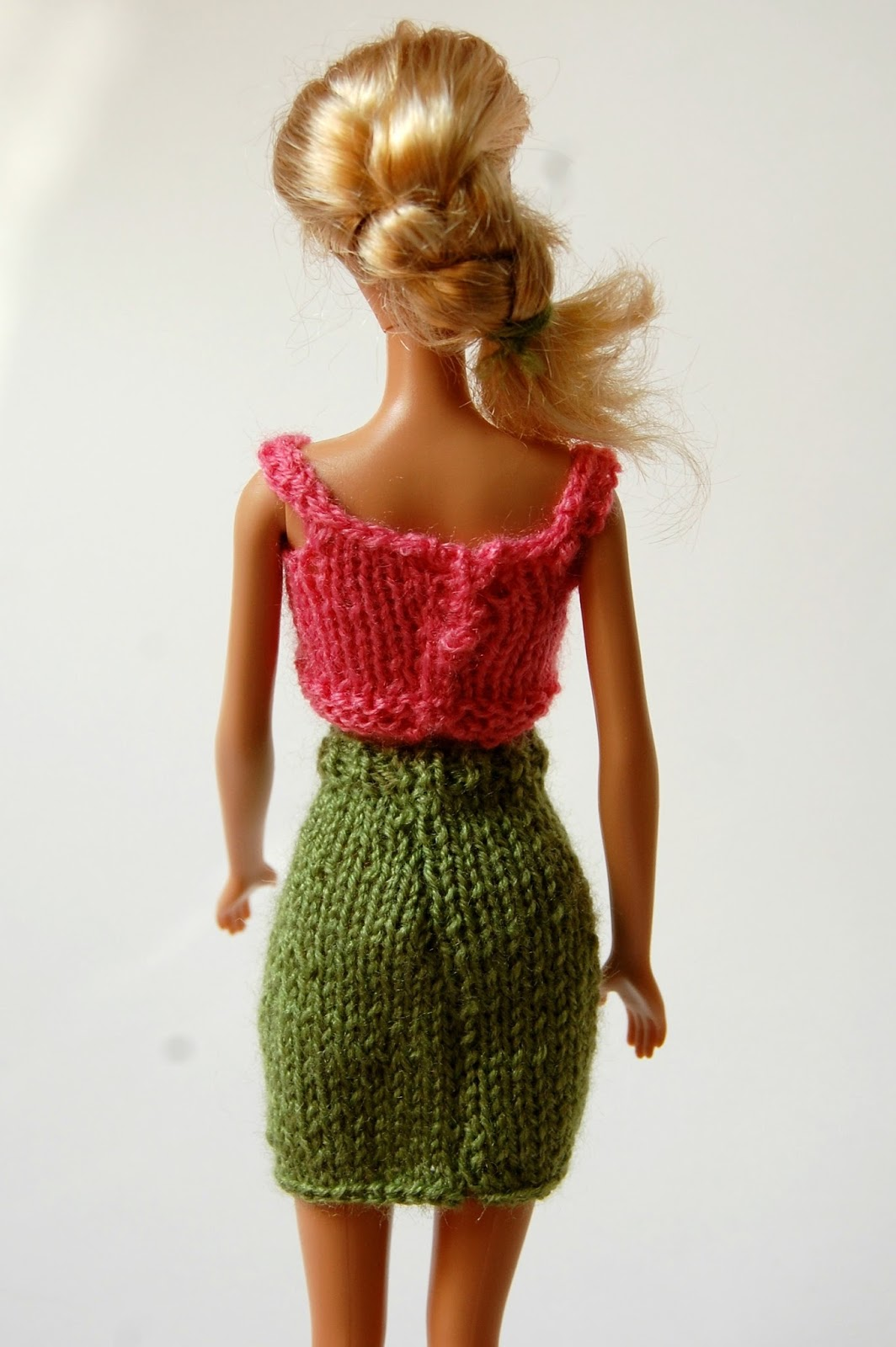 the geeky knitter: barbie pencil skirt - free knitting pattern
