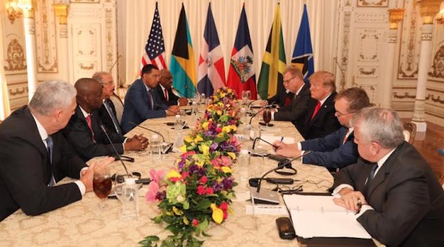 El presidente Danilo Medina participa esta tarde en un encuentro de jefes de Estado y gobiernos del Caribe, como parte de la invitación que le hiciera el presidente de los Estados Unidos, Donald Trump, quien llegó llegó a Palm Beach (sureste de Florida), para tratar con los gobernantes la cooperación regional y de la crisis en Venezuela.