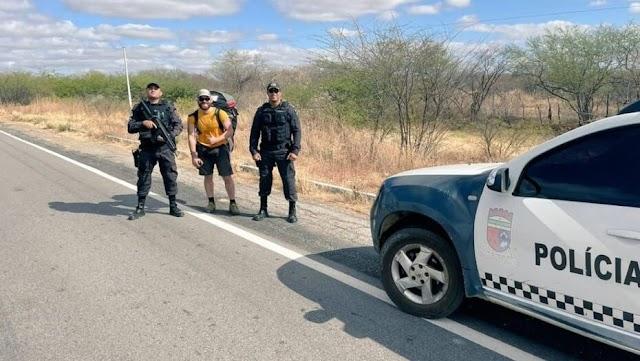 Suíço cai durante voo de parapente no RN e é resgatado por policiais militares na caatinga