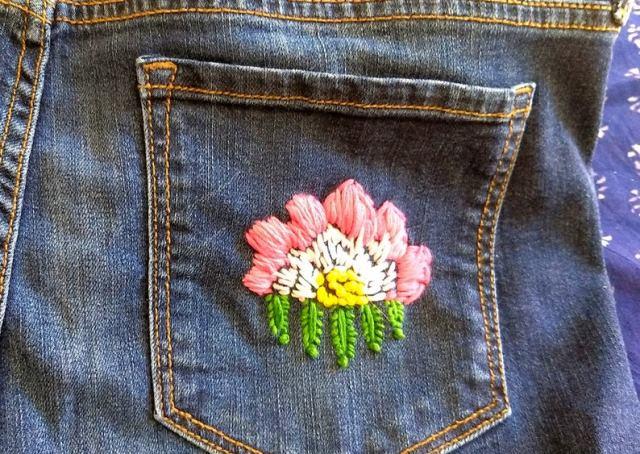 Mẫu thêu hoa trên quần jean đẹp - Hình 5
