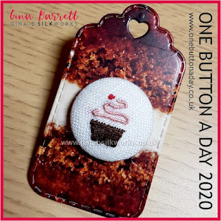 One Button a Day 2020 by Gina Barrett - Day 9 : Cupcake