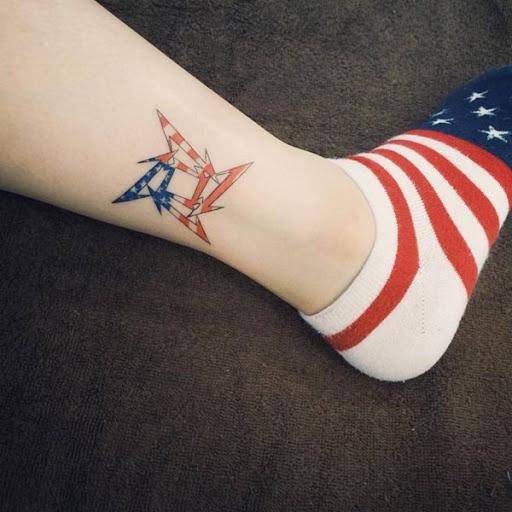 Americana da tatuagem para a menina na perna Se você é Americano, então você deve tentar este projeto