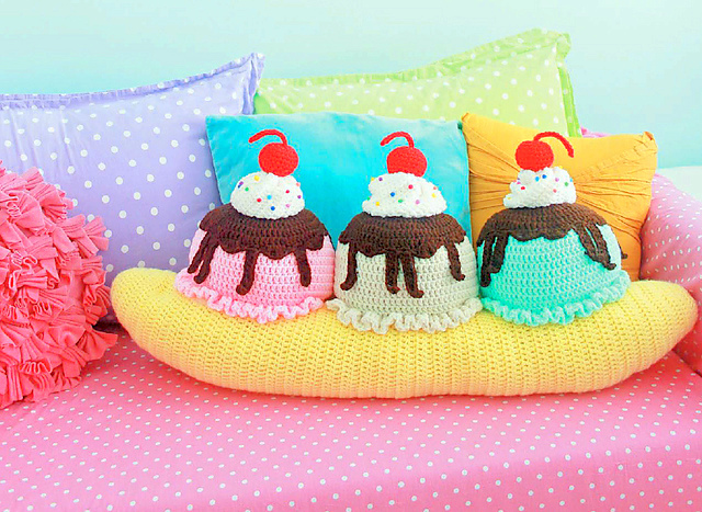 Banana Split crochet pillow