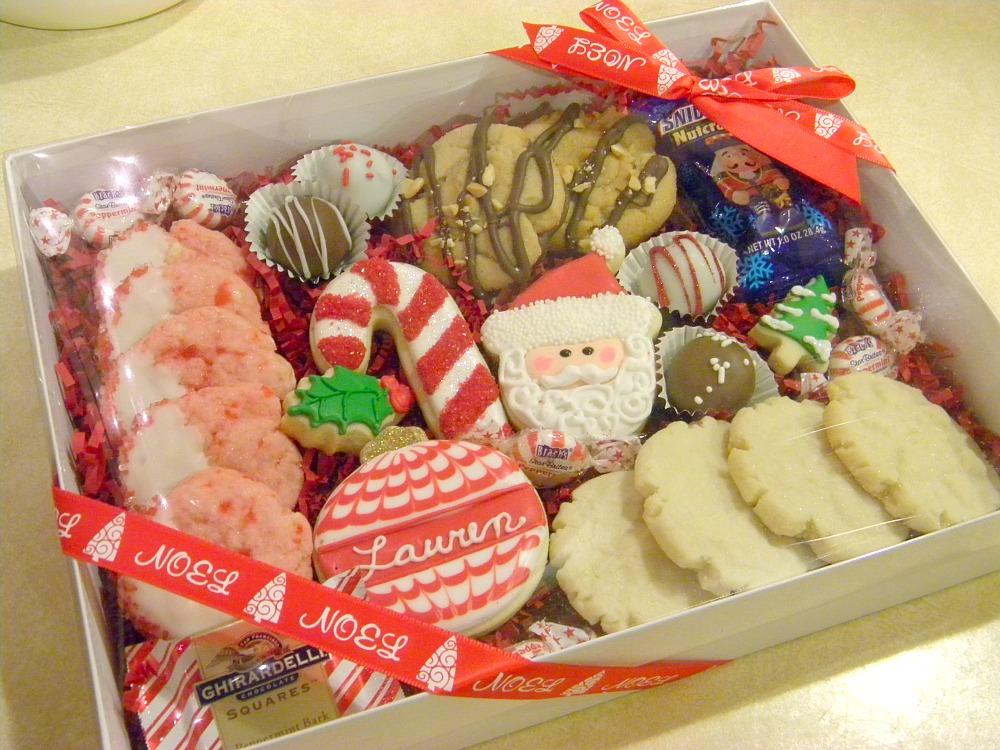 Custom Christmas boxes: Custom Christmas Cookie Treat Gift Boxes.