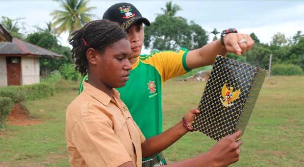 TNI Latih Pelajar SMP Perbatasan RI-PNG Tata Cara Upacara Bendera