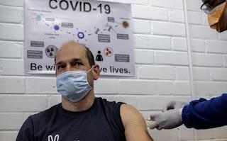 Suspenden pruebas de vacuna de Astra Zeneca