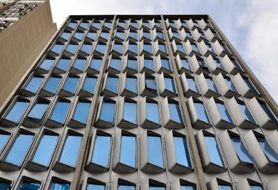 Fachada modular desenhada por Percival Lafer para uma das lojas que a empresa ocupou na década de 1970 em São Paulo.