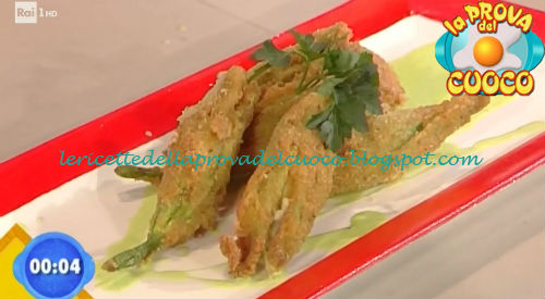 Fiori di zucca ripieni con fiordilatte su vellutata di piselli ricetta Ricchebono da Prova del Cuoco