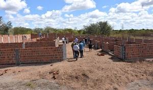 Com mais de 25% construída Obra do Centro de Referência do Idoso recebe visitas em Felipe Guerra