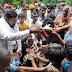 जिला पंचायत अध्यक्ष ने शुरू किया बाढ़ राहत शिविर,आधा दर्जन के करीब गांवो में बांटे भोजन पैकेट