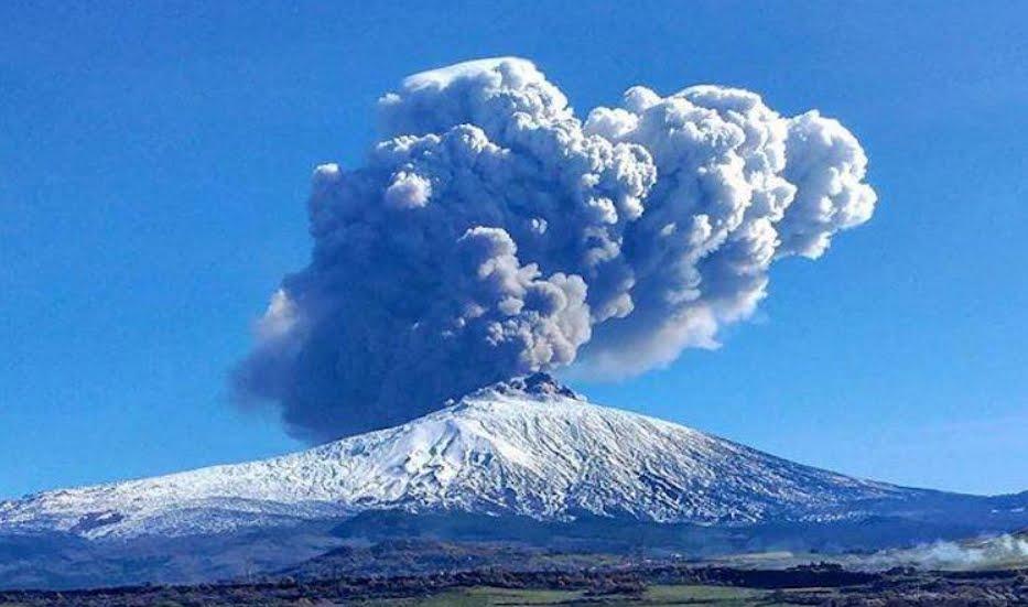 Eruzione Etna: i diritti dei passeggeri aerei per ritardi voli e cancellazione volo