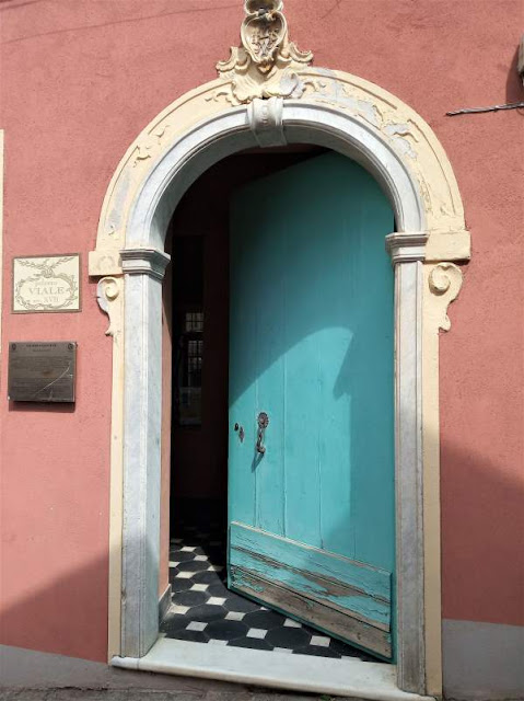 portone ingresso palazzo viale-citati