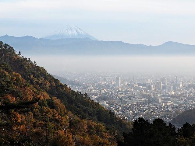 和田峠みはらし広場 甲府市街 富士山