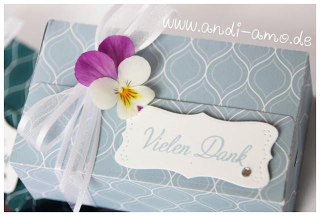 Kleine Schachteln dekoriert mit Blüten andi-amo