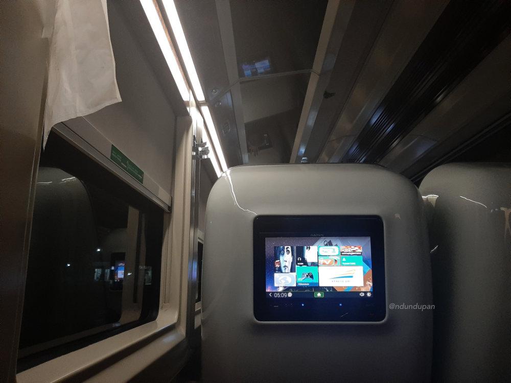 Layar Hiburan di Kereta Api Gajayana Luxury