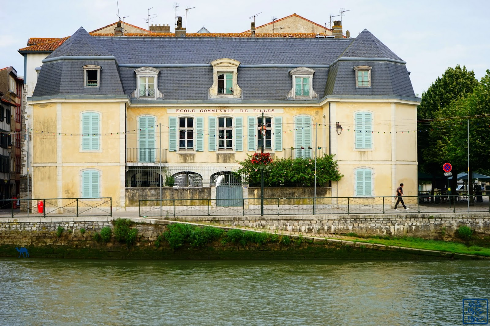 Le Chameau Bleu - Blog Voyage Bayonne France - Ecole de  Bayonne  au bord de la NIve - Pays Basque