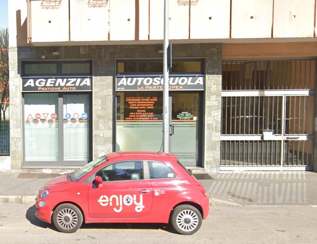 Autoscuola or driving school for Italian drivers license