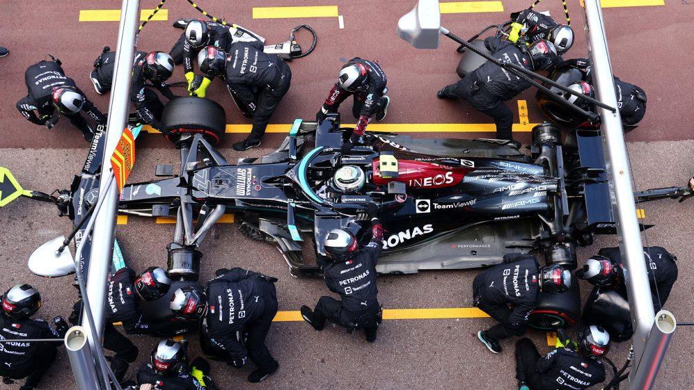 Mercedes revela que a roda de Bottas ainda está presa em seu carro - e só pode ser retirada na fábrica