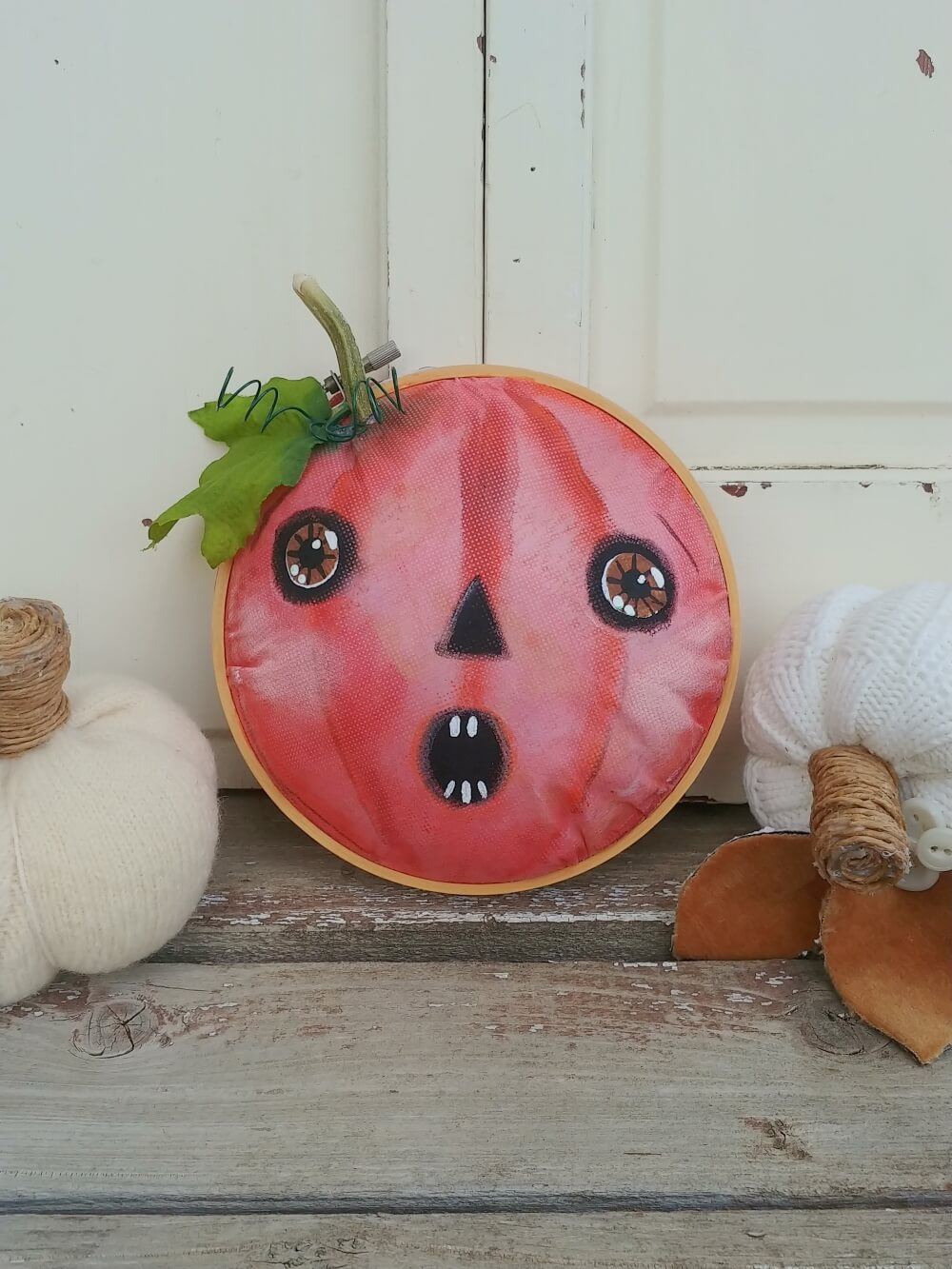 DIY pumpkins from embroidery hoops