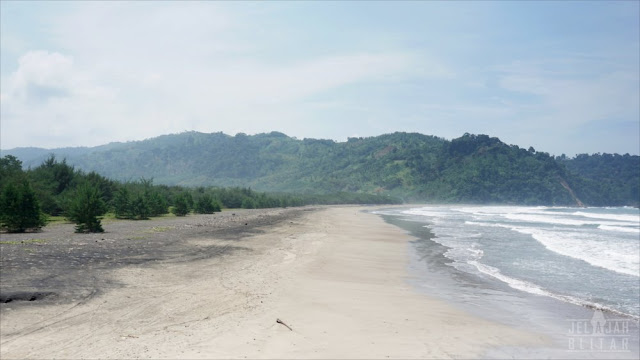 Pantai Jolosutro dari Sisi Barat