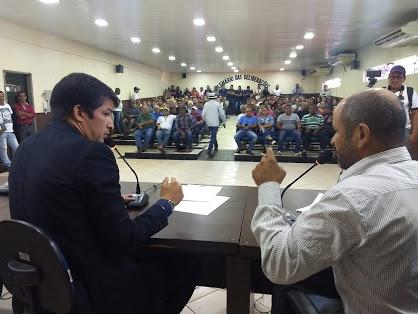 Vereador pede vista do processo que aponta irregularidade no Poder Executivo. Votação para afastamento de prefeito ocorrerá na próxima semana