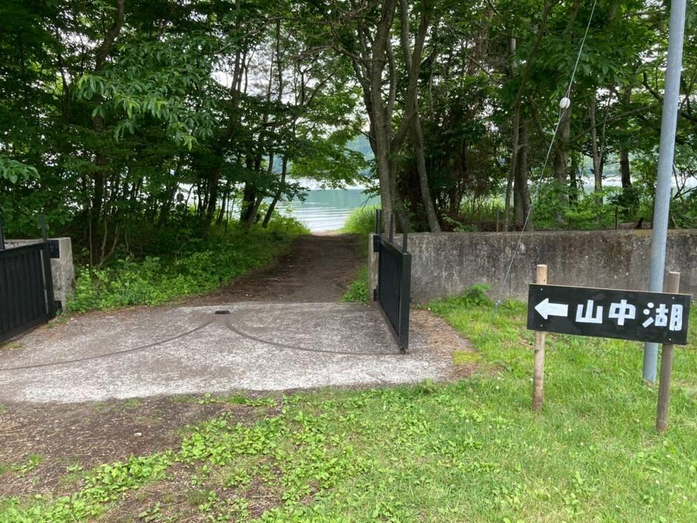 山中湖への道