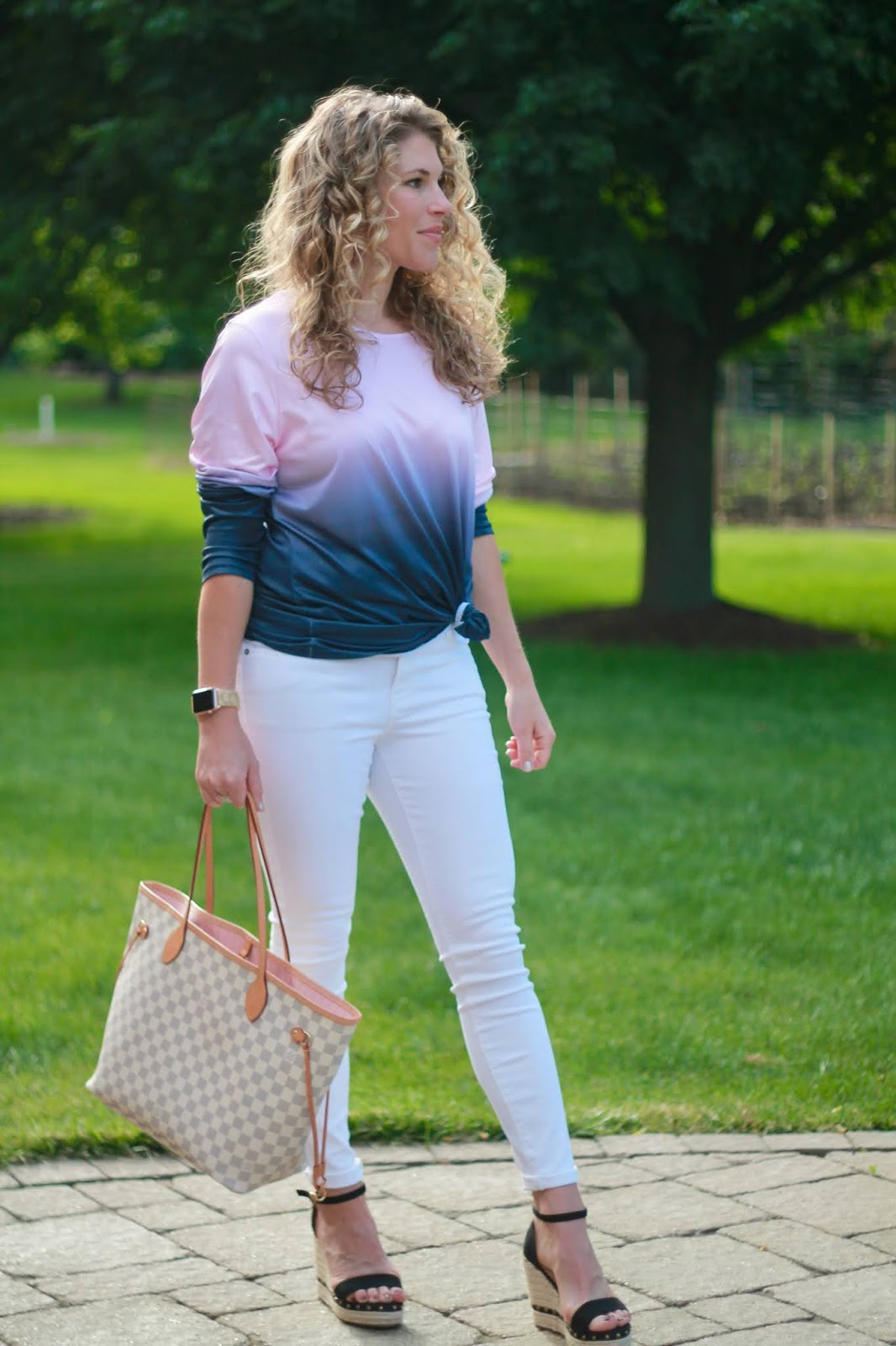 grey pink ombre tie dye, white denim, spring tie dye outfit, summer outfit white jeans, spring outfit white jeans, black wedges, LV azure neverfull