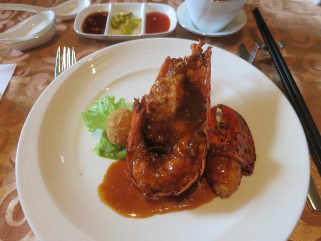 祥龙吐珠 - 豉油皇焗波士顿龙虾黄金鹅肝蟹球